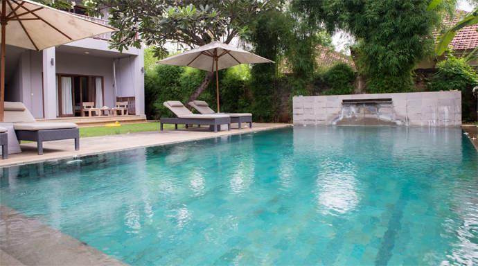 Zwembad van Ju Blu Hotel in Bali Lovina