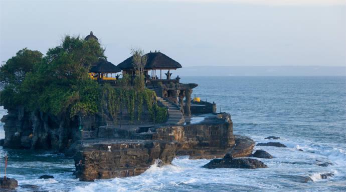 Pura Tanah Lot tempel in zee bij Bali