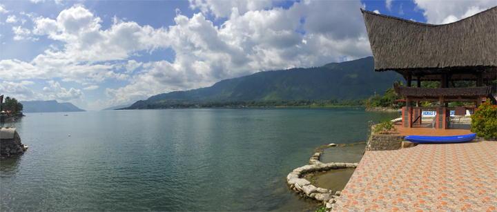 Guesthouses en resorts in Tuk Tuk op Samosir Island in Lake Toba