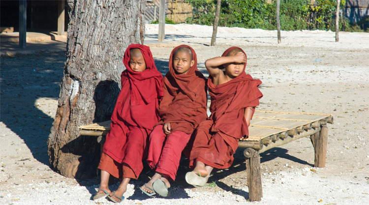 Moniken bij Kalaw in Myanmar