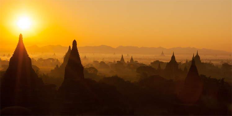 Zonsopgang bij Bagan in Myanmar