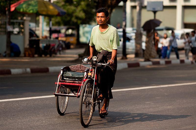 Trishaw bestuurder Yangon backpacken Myanmar
