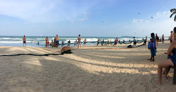 Het strand van Uppuveli aan de oostkust van Sri Lanka