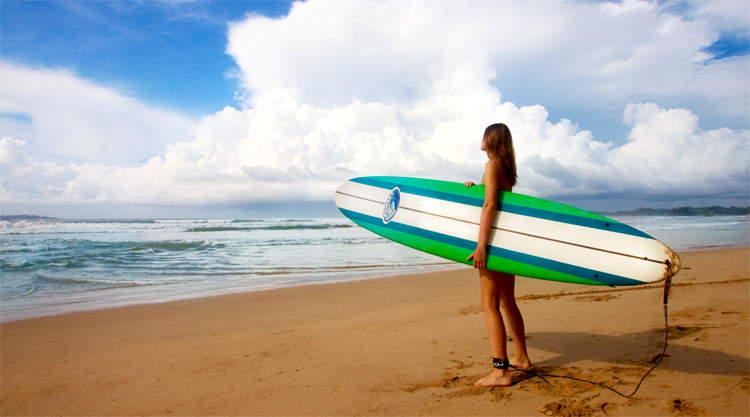 Surfers bij Weligama