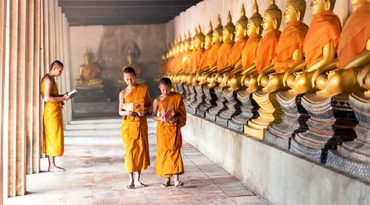 Rij buddha beelden in Ayutthaya