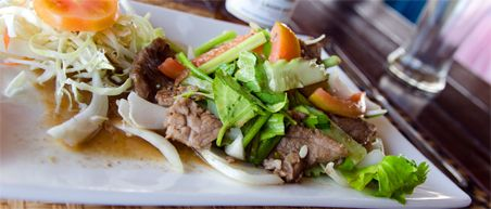 10 must eats Thailand - Thai beef salad bij Sawasdee House