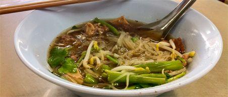 10 must eats Thailand - Beef noodle soup bij Nai Soi