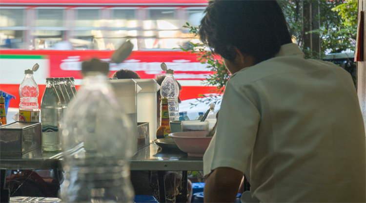 Ontbijten bij Nai Soi Noodle Soup in Bangkok