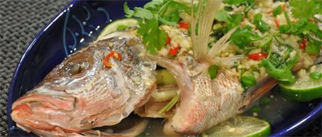 10 must eats Thailand - Steamed Red Snapper chili lime garlic bij Popiang House