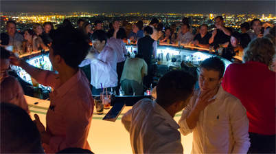 Drink heerlijke cocktails in de Sirocco Skybar