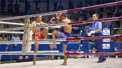 Thai boksers in ring, Rajadamnern Stadium