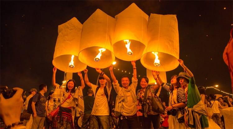 Loy Krathong en Yi Peng festival in Bangkok en Chiang Mai