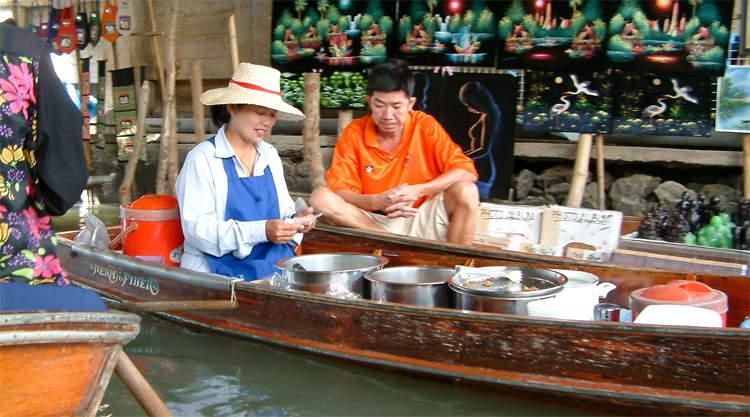 Damnoen Saduak Floating Market Bangkok in Thailand