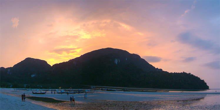 Zonsondergang op Koh Phi Phi in Thailand