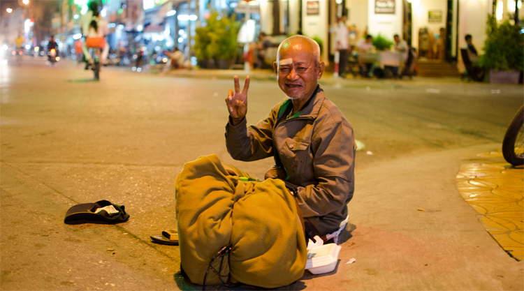 Can Tho dakloze man op straat