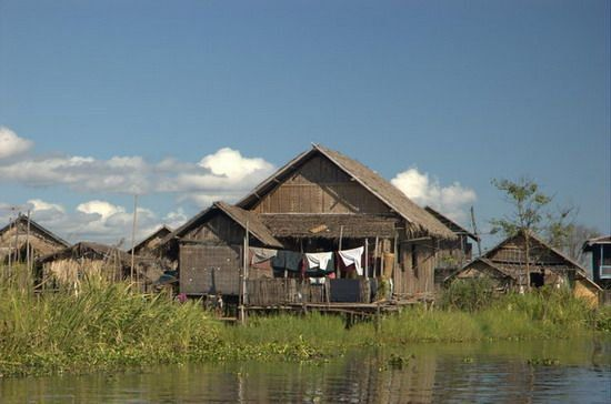 354-myanmar-inle-lake-floating-village