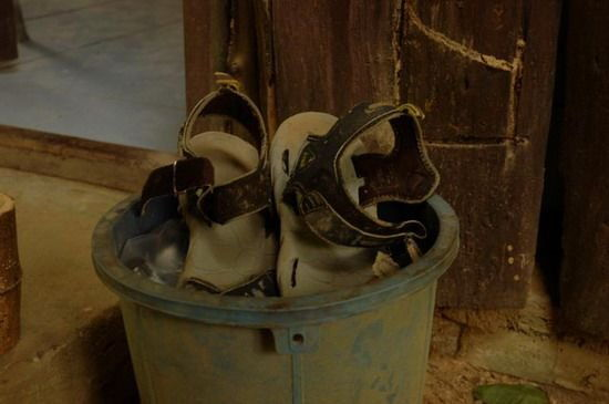 834-thailand-khao-sok-national-park-slippers-kapot
